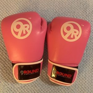 Pink Boxing Gloves w/ Wraps (9Rounds)